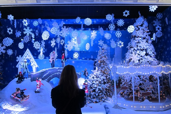 Lord & Taylor Christmas Window 2011 3